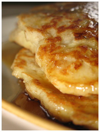 Oatmeal and Apple Pancakes from www.supperinstereo.com